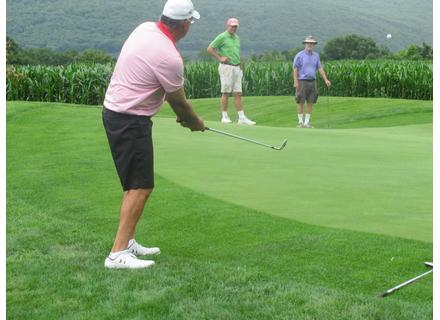 Bob Hain chipping onto the green.